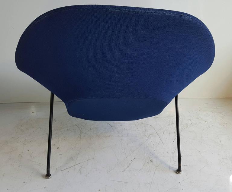 Classic Mid Century Modern Womb Chair By Eero Saarinen For