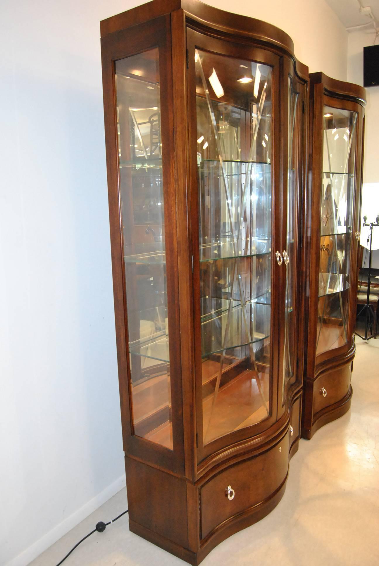 Thomasville Bogart Collection Bel Air Mahogany Curio