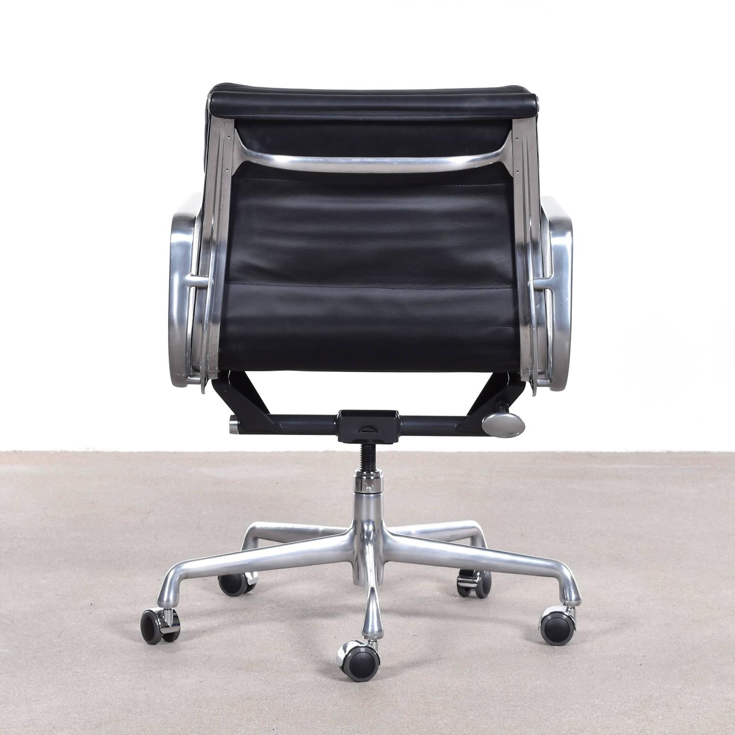 Eames Soft Pad Management Chair Eames Ea435 Management Soft Pad Office Chair By Herman