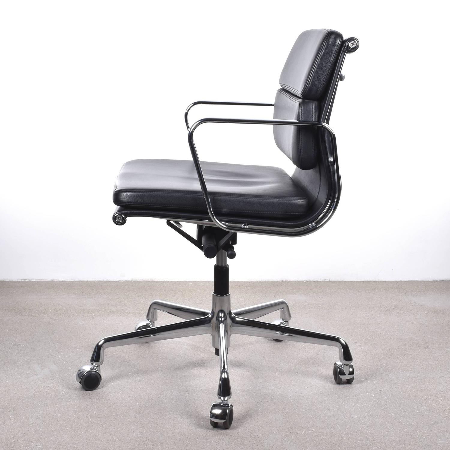 Eames Soft Pad Management Chair Eames Ea217 Management Soft Pad Vitra Office Chair At 1stdibs
