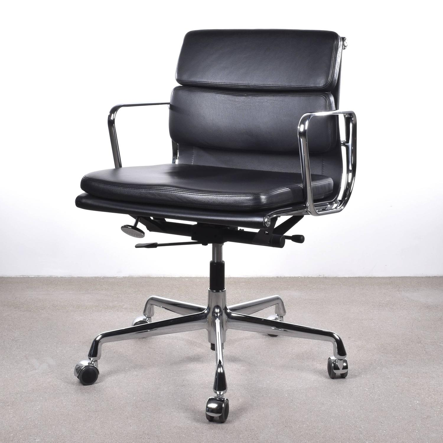 Vitra Office Chair Eames Ea217 Management Soft Pad Vitra Office Chair At 1stdibs