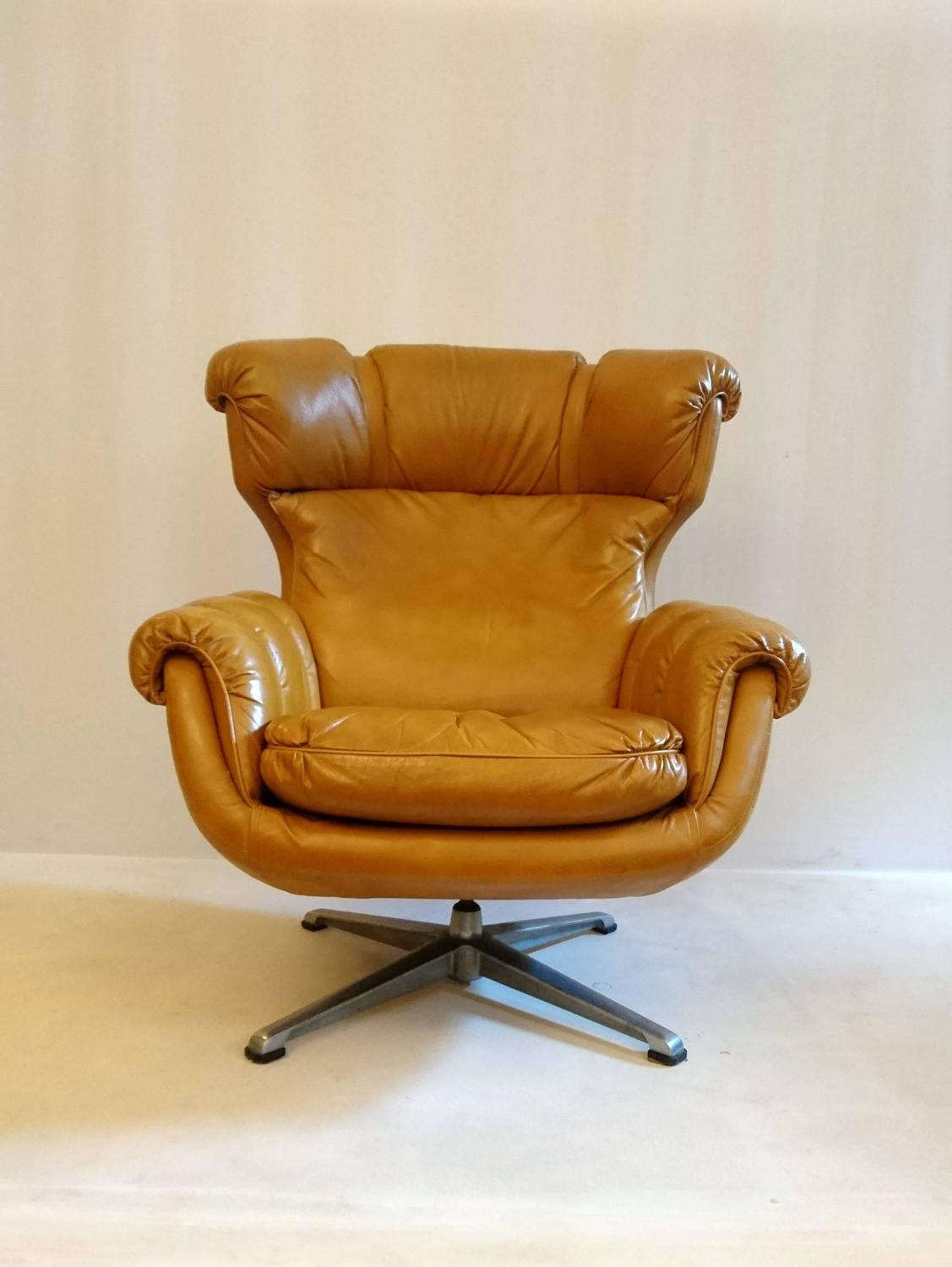 Egg Shaped Chairs Egg Shaped Swivel Armchair 1970 At 1stdibs