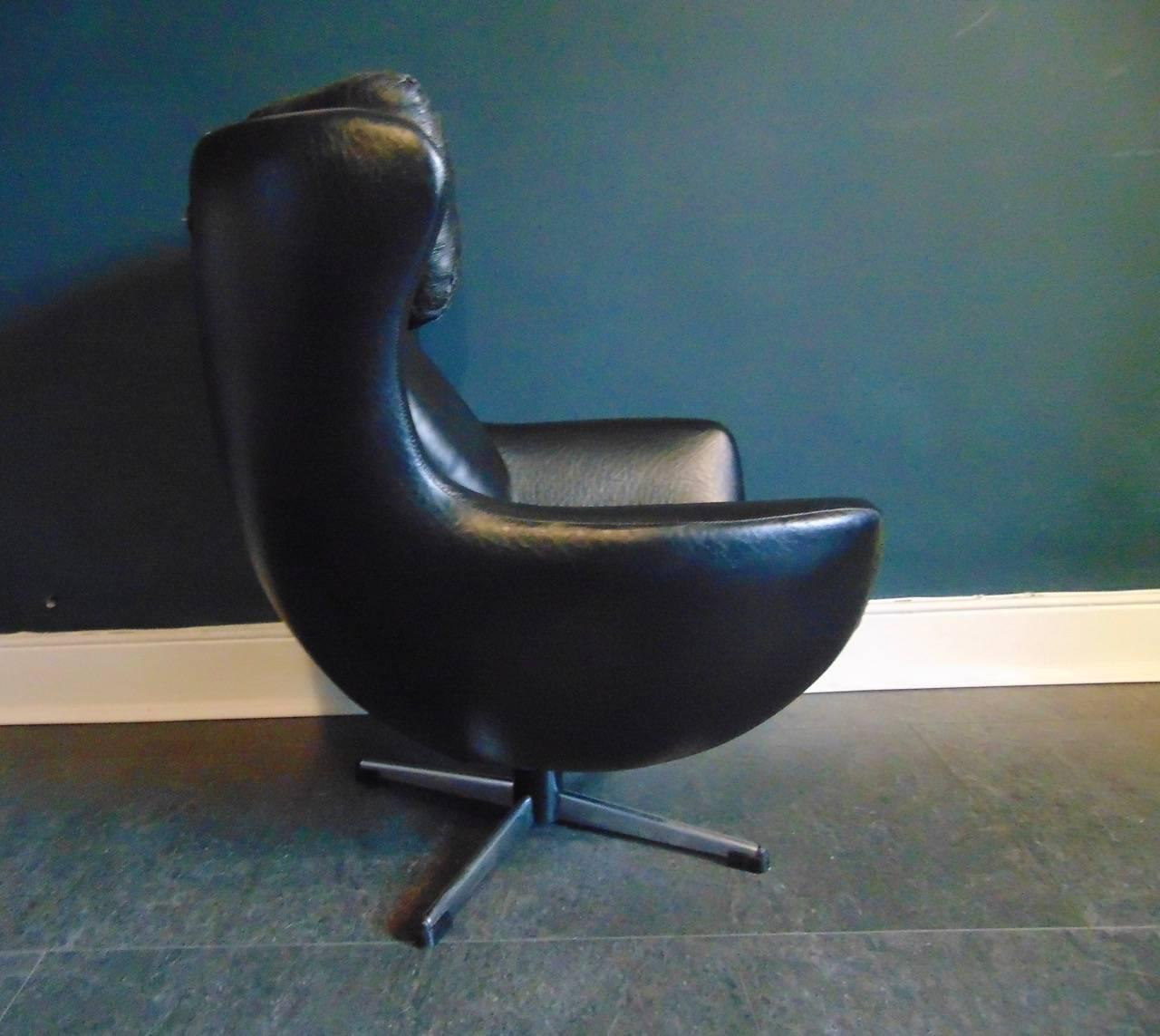 Child Egg Chair Vintage Swivel Egg Arne Jacobsen Childs Chair In Black
