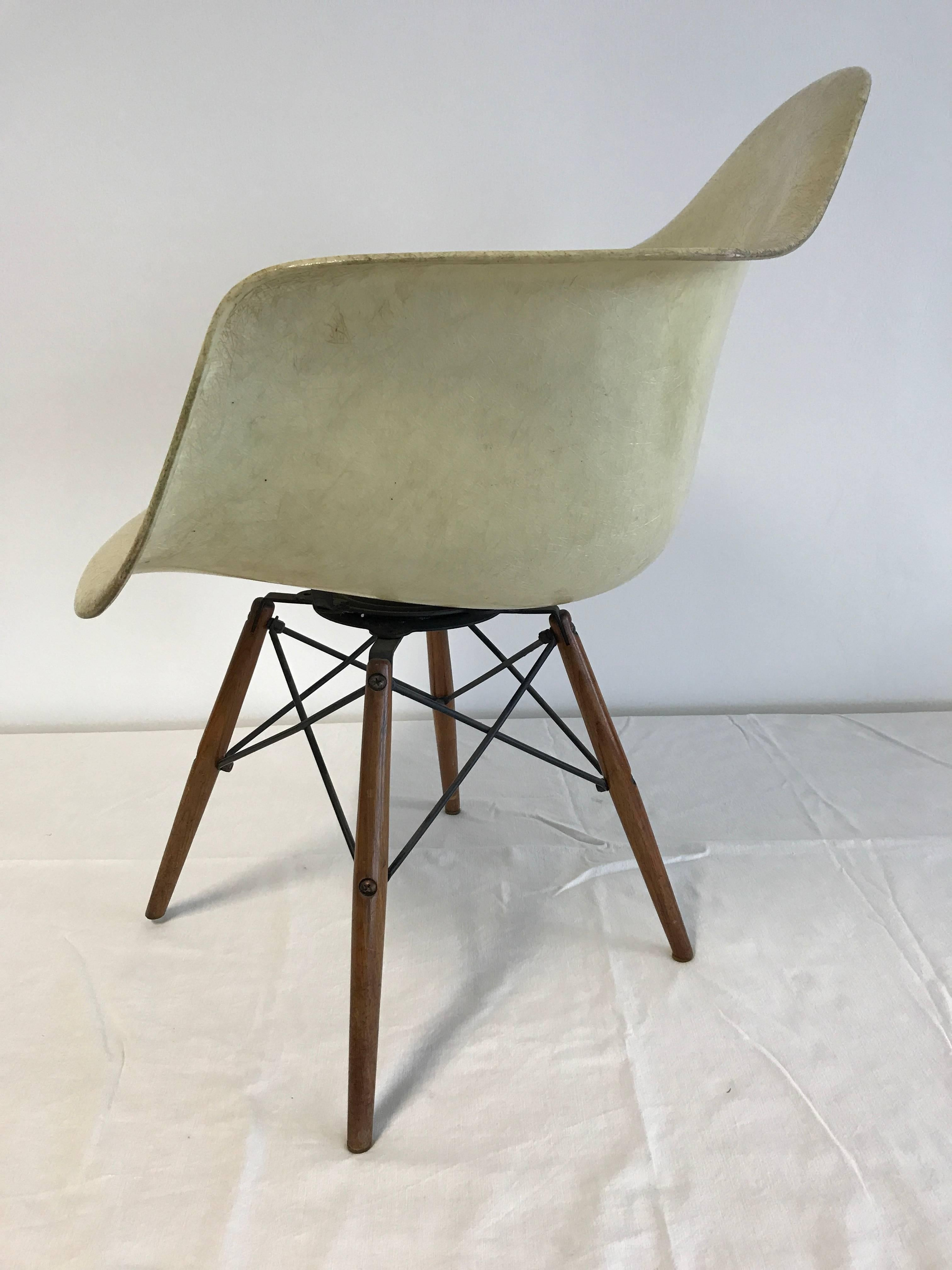 seng chicago chair neon pink first edition charles eames paw swivel fibreglass shell dowel production generation 1949 1950 zenith herman miller rope