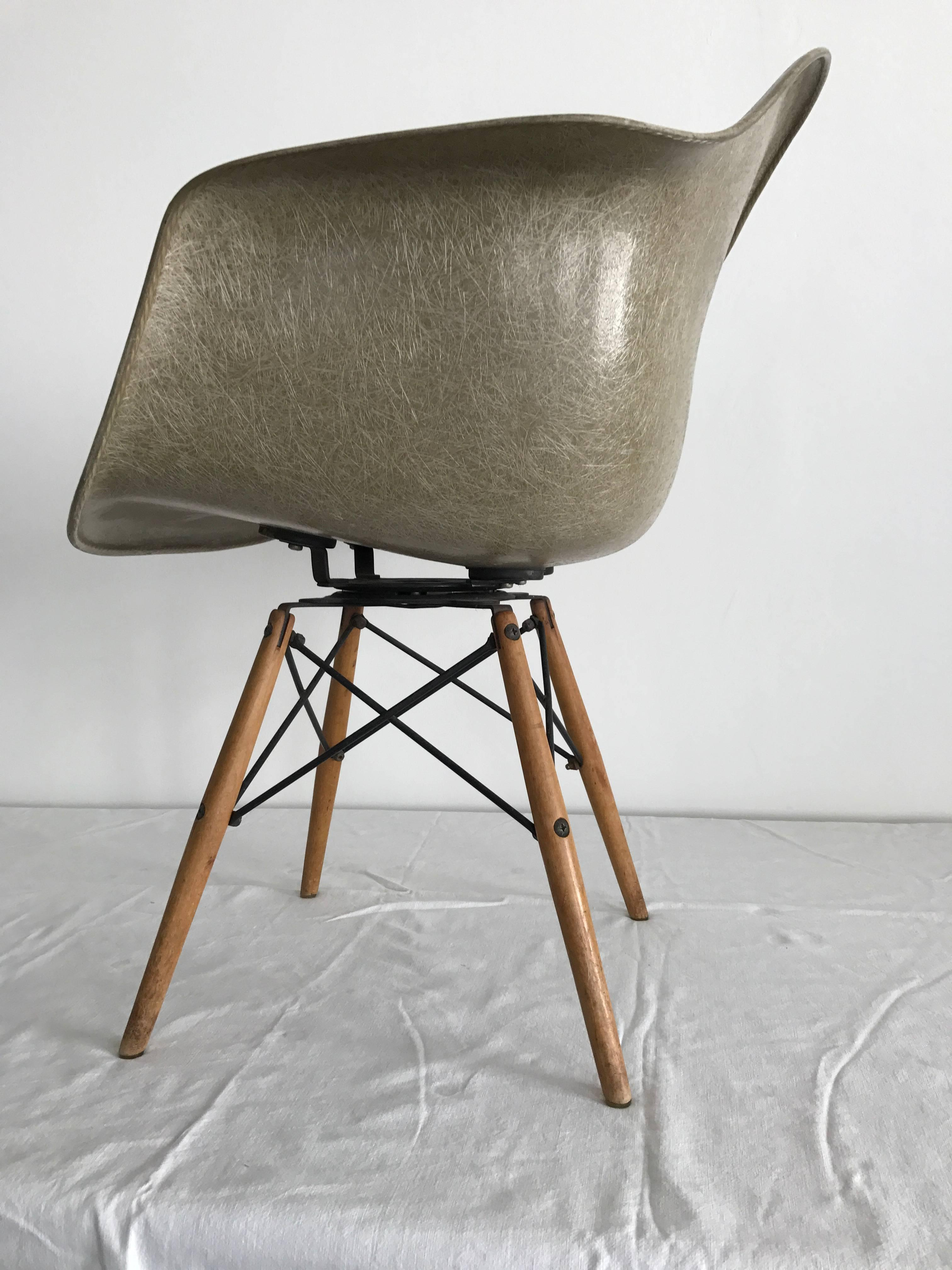 seng chicago chair ergonomic orthopedic first edition charles eames