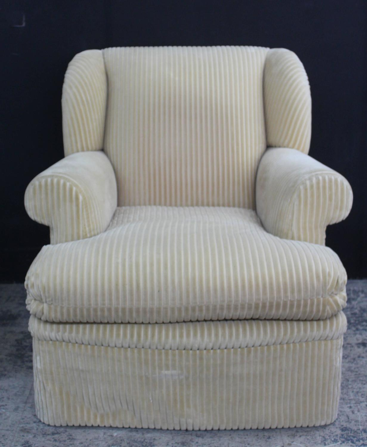 Big Comfortable Chairs Large And Comfortable Club Chair And Matching Ottoman For