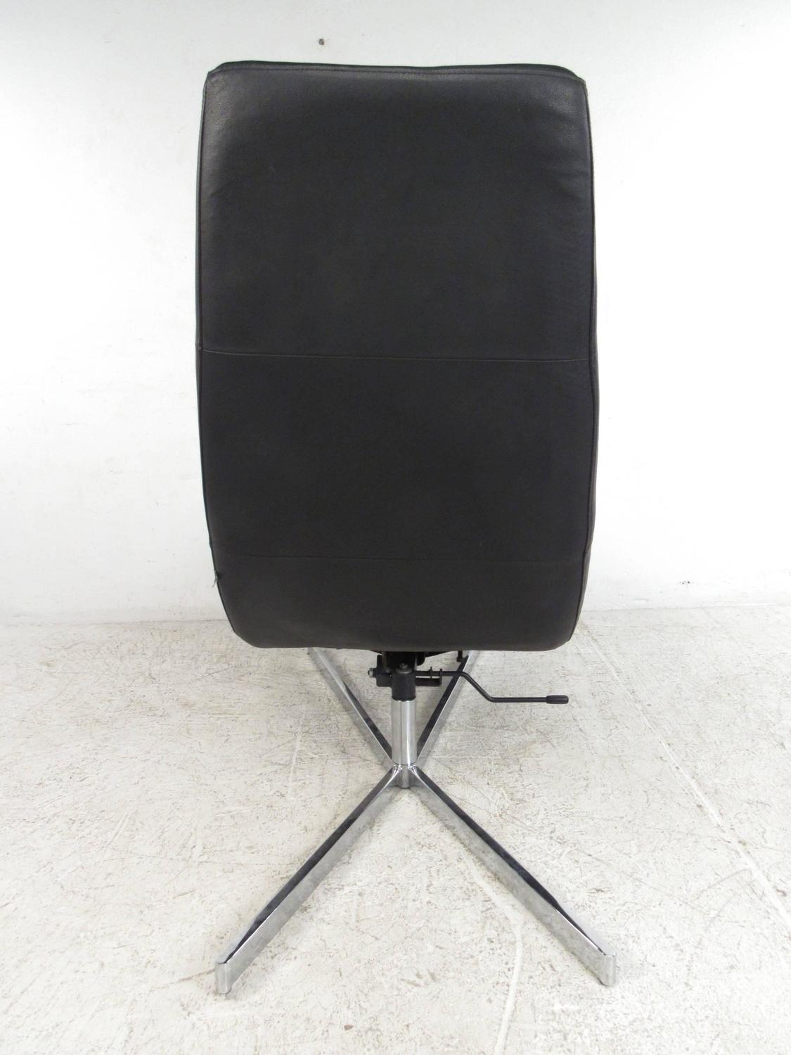 swivel chaise lounge chair parsons chairs covers danish modern leather