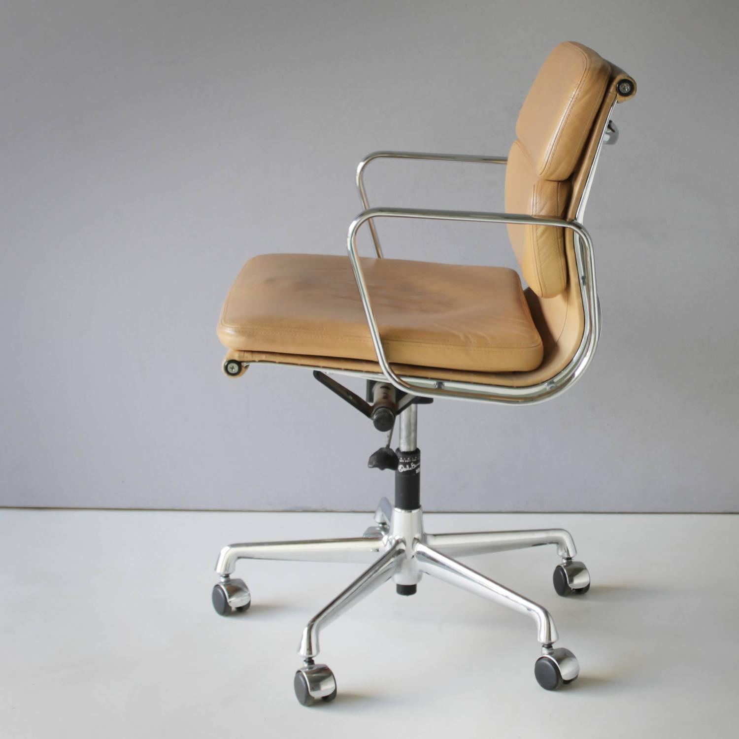 Bjs Office Chairs Eames Ea 217 Soft Pad Chair At 1stdibs