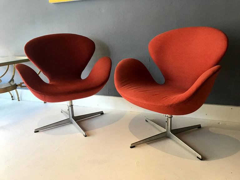 arne jacobsen swan chair tempurpedic tp8000 a pair of vintage danish chairs fritz hansen at designed by for iconic design