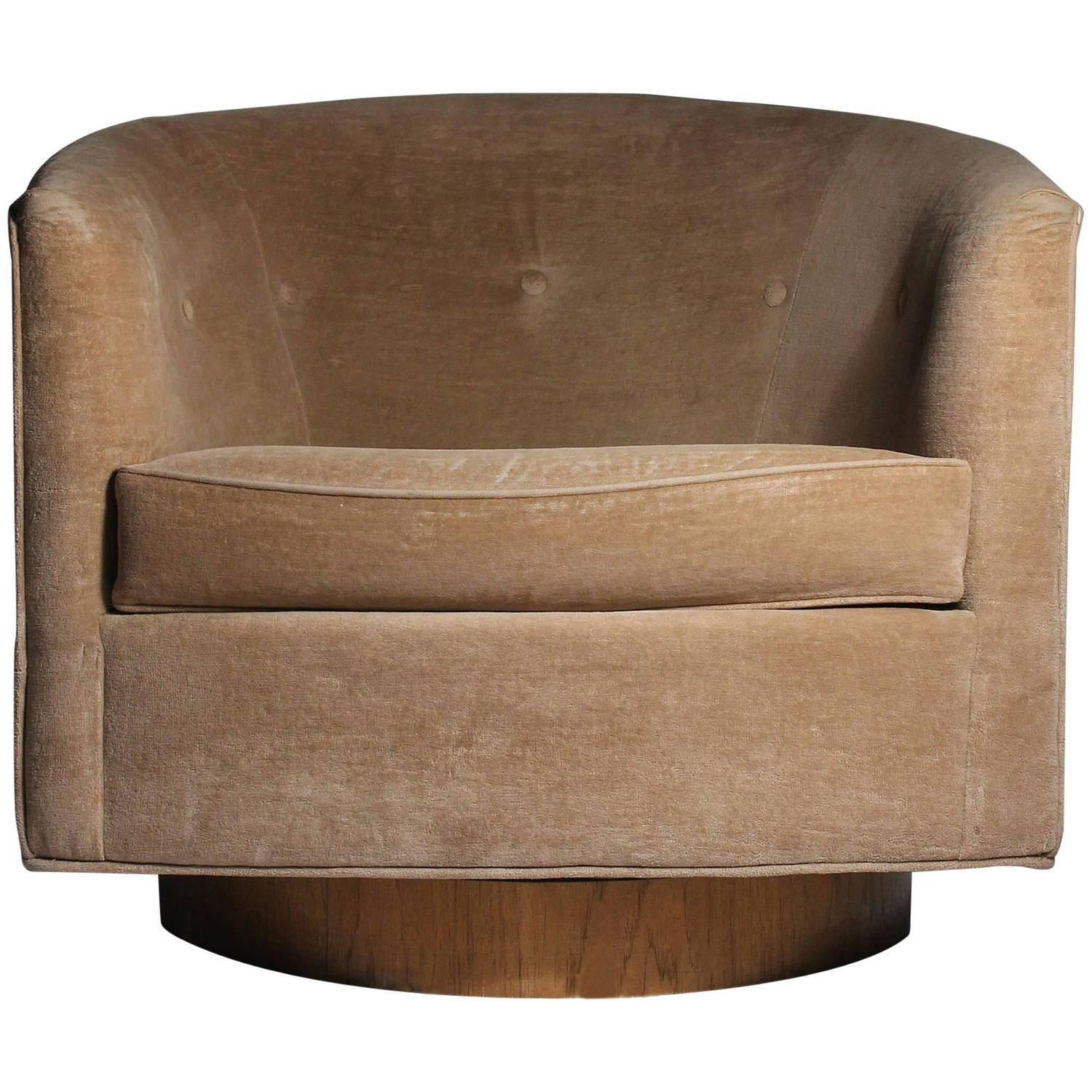 Milo Baughman Swivel Barrel Back Tub Club Lounge Chair at