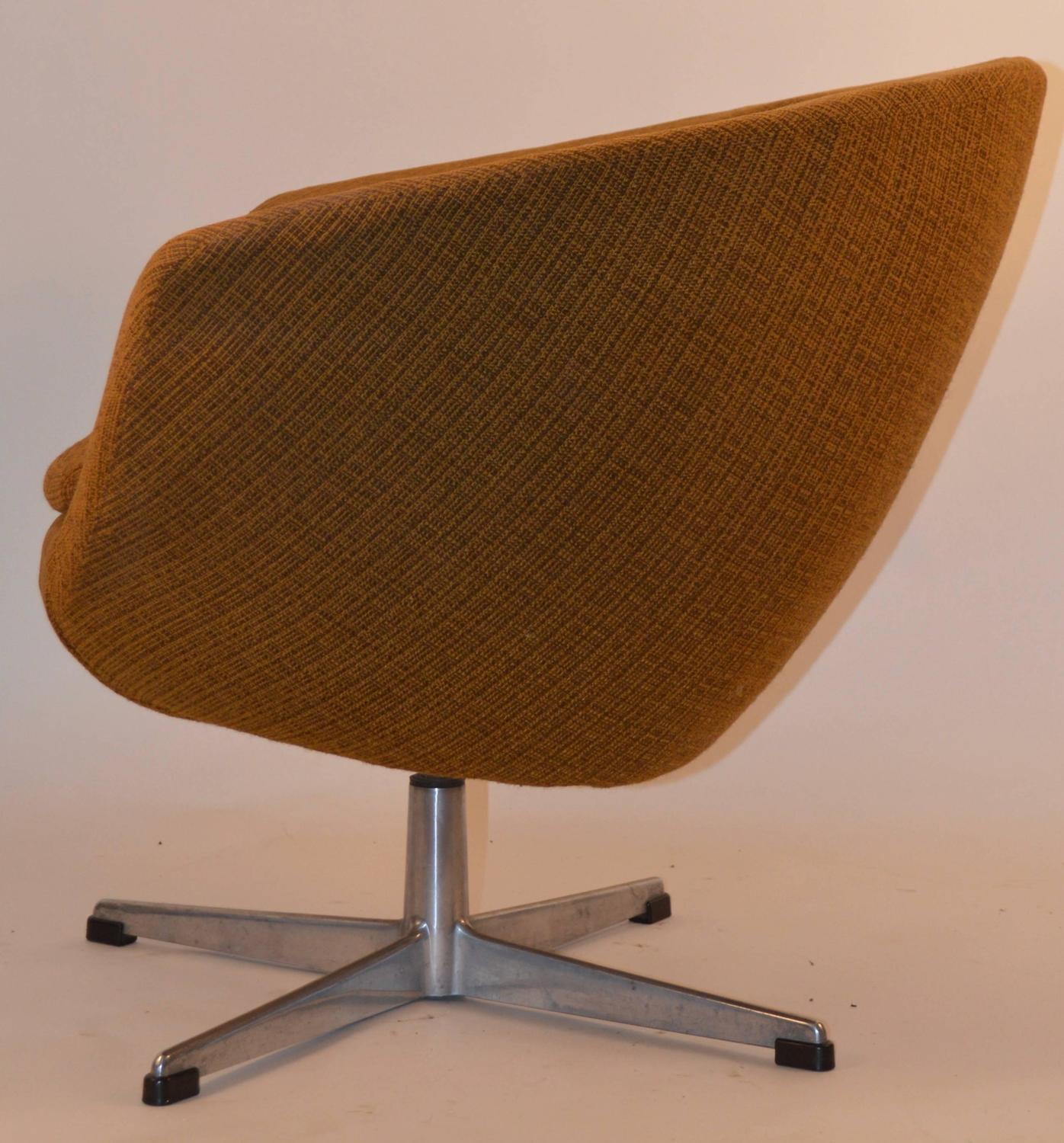 Pod Chairs Pair Of Overman Swivel Pod Chairs For Sale At 1stdibs