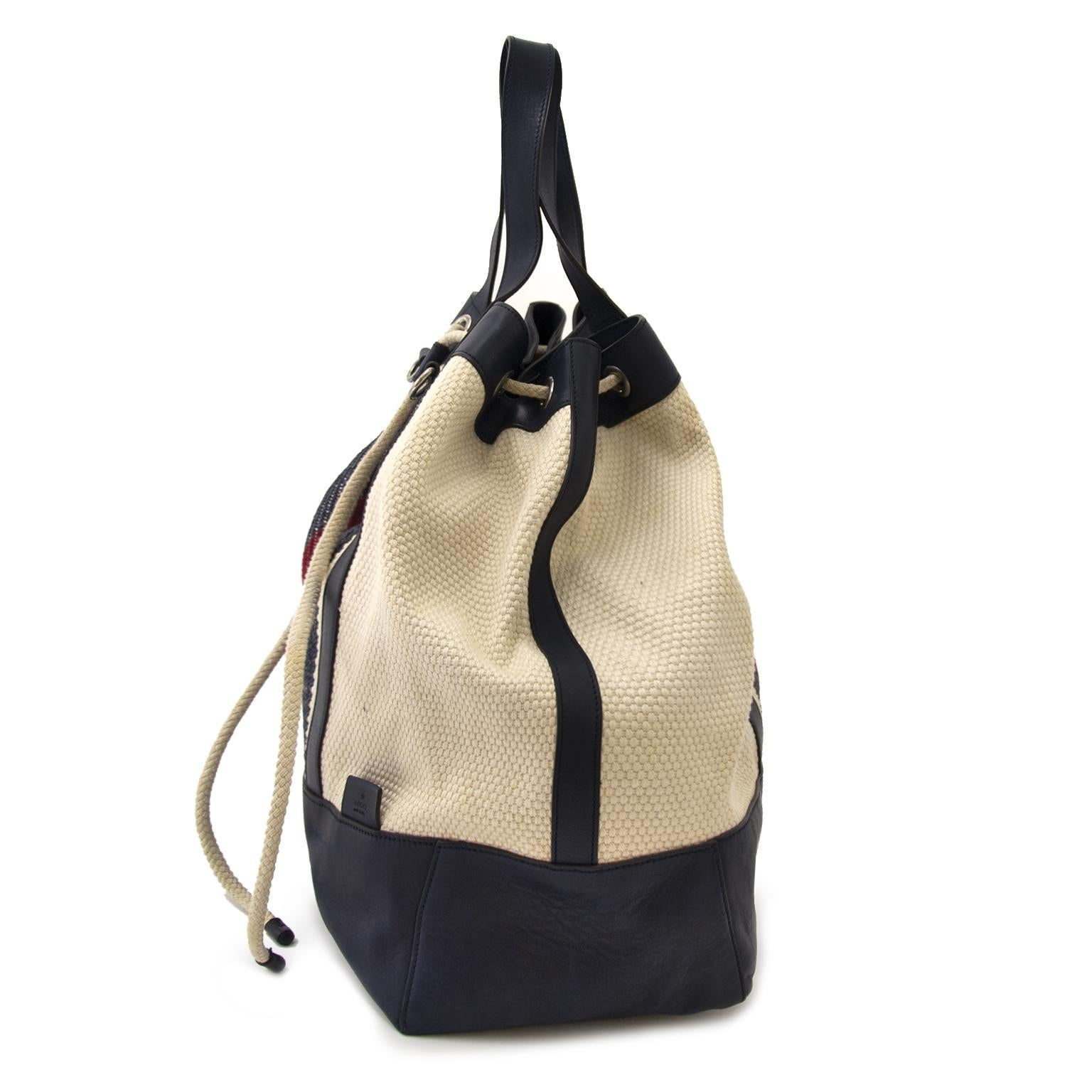 Gucci Large Drawstring Stripe Bucket Bag For Sale at 1stdibs