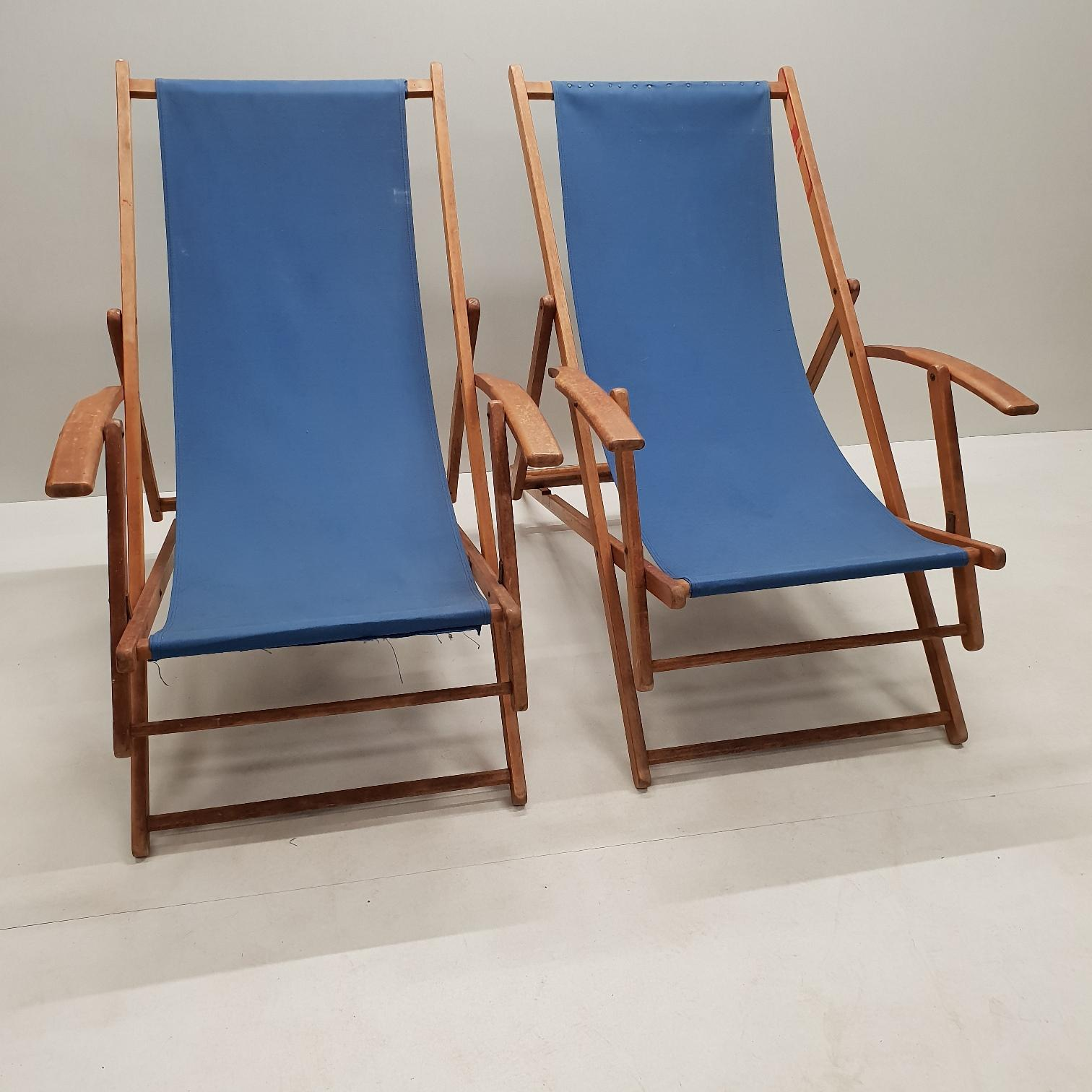 wooden frame beach chairs old ritter dental chair pair of vintage retro folding with armrests and adjustable 1950s the canvas upholstery is