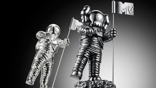 HT mtv vmas moonman black nt 130823 16x9 608 VMA 2013 Winners: The Complete List