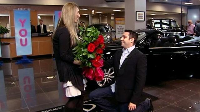 "PHOTO:Chicagoans Matt Weiner and Becca Pernikoff were engaged live on ""GMA,"" Oct. 13, 2011."