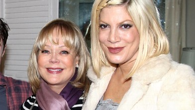 """PHOTO: Candy Spelling and Tori Spelling pose backstage at the hit musical """"How to Succeed in Business Without Really Trying"""" on Broadway at The Hirshfeld Theater, April 3, 2011 in New York City."""