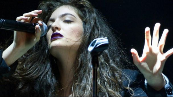 Self Expression - Lorde singing