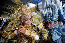 Outrageous Costumes Bring Life Annual Fashion Carnival