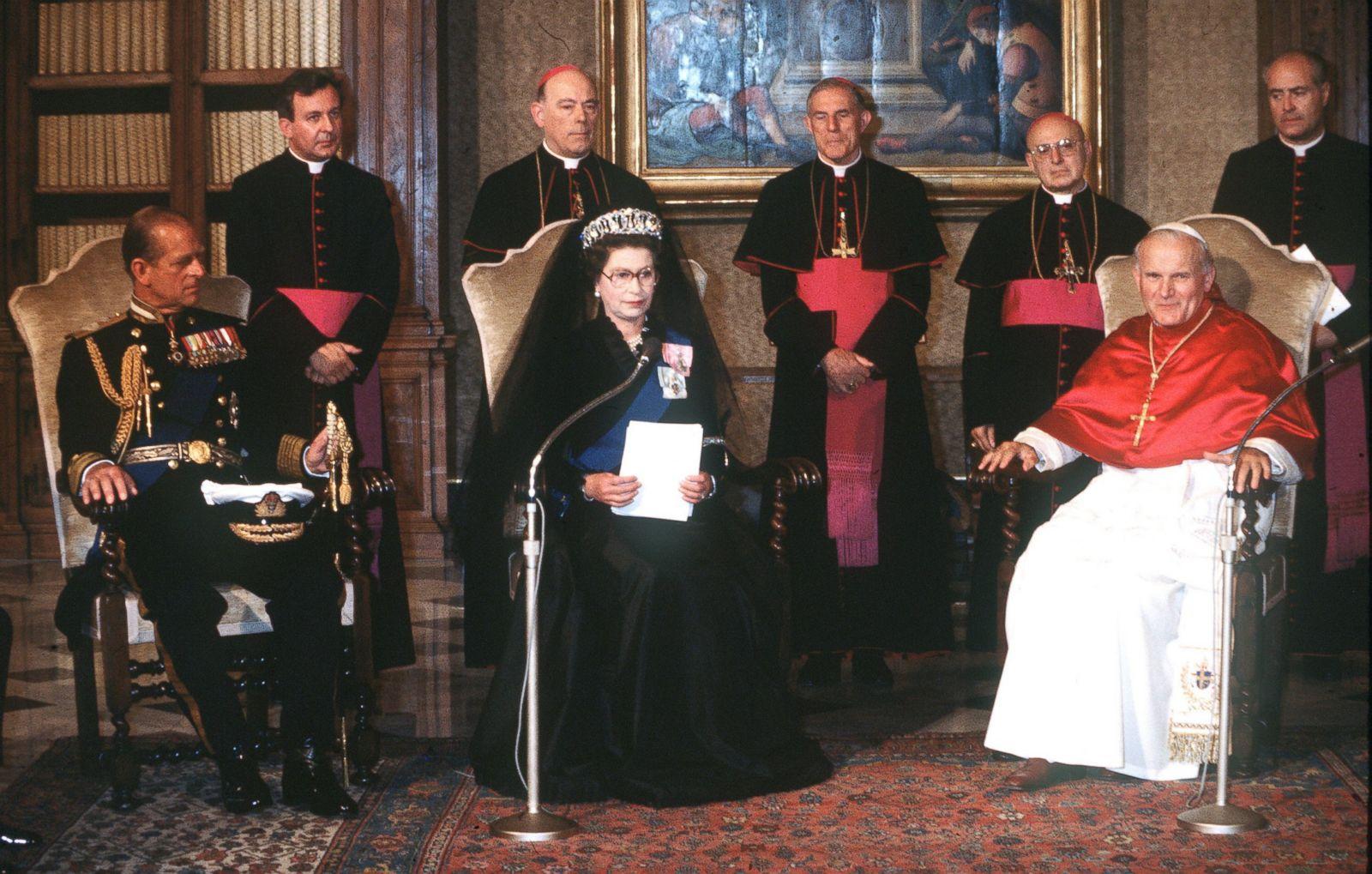 Image result for Elizabeth black queen pope