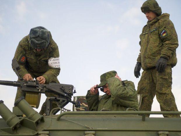 PHOTO: Novosibirsk Region Governor Vladimir Gorodetsky ,center, attends shooting exercises at Shilovsky range, Oct. 14, 2016.