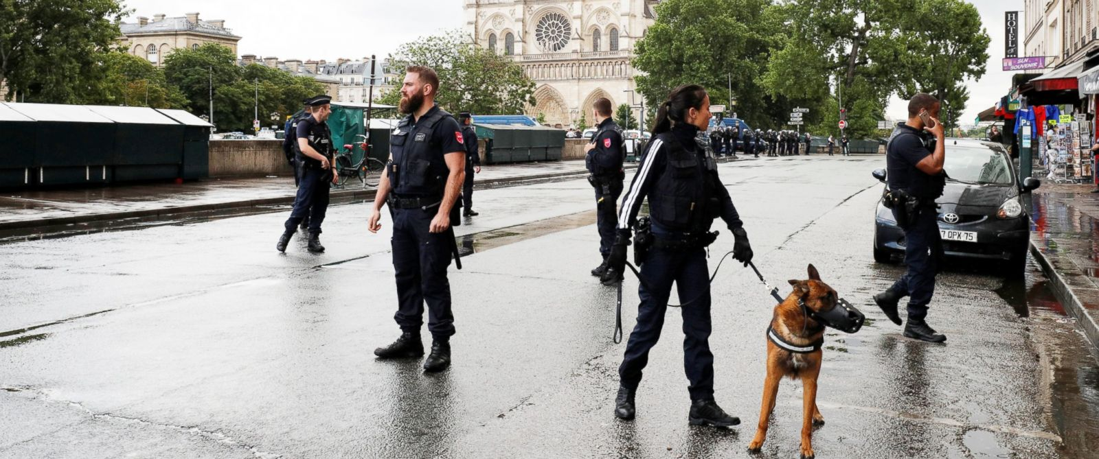 PHOTO: Police stand at the scene of a shooting incident near the Notre Dame Cathedral in Paris, June 6, 2017.