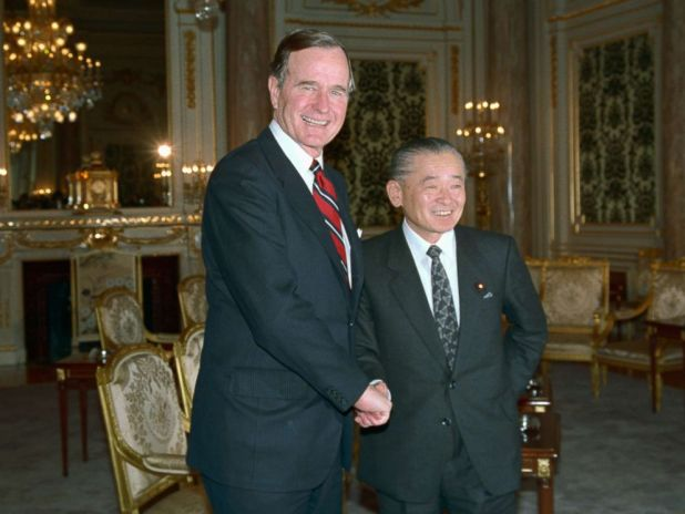 PHOTO: President George H.W. Bush is greeted by Japanese Prime Minister Noboru Takeshita, Feb. 23, 1989, after Bush arrived for tomorrows funeral of Emperor Hirohito.