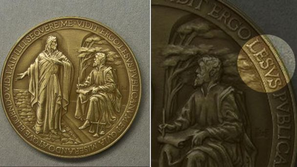 ht pope francis medal jesus misspelled 16x9 608 Vatican Misspells Jesus Name on Papal Medal