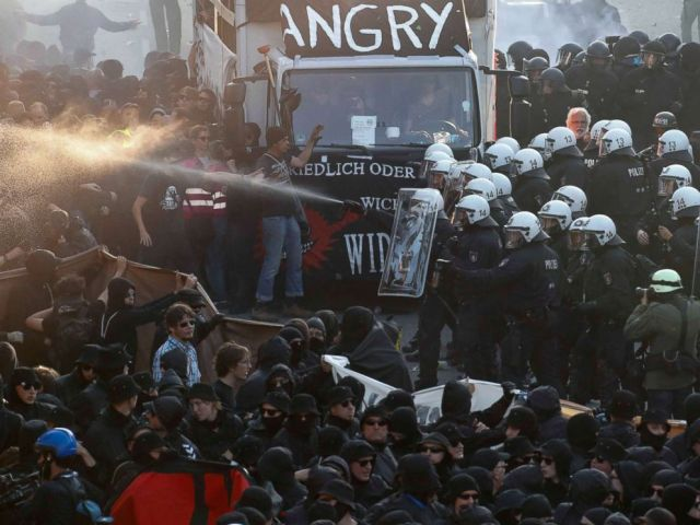 PHOTO: German riot police confront protesters during the demonstrations during the G-20 summit in Hamburg, Germany, July 6, 2017.
