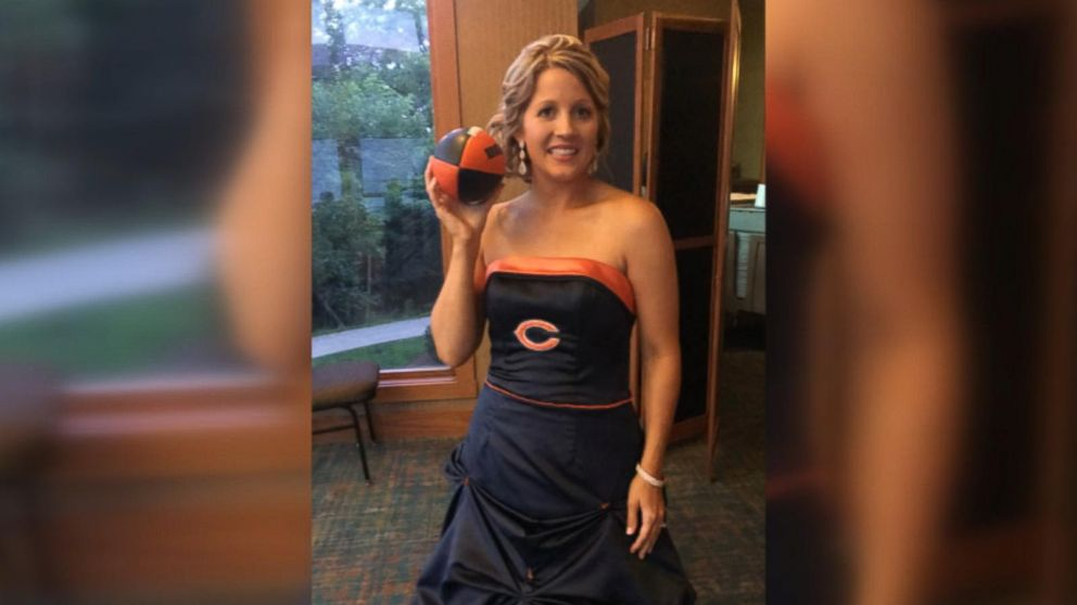 Bride surprises dad by wearing Chicago Bearsthemed wedding dress for their dance Video  ABC News