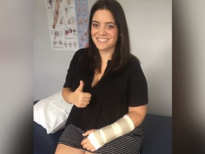 PHOTO: Jaclyn Summers smiles in her doctors office on Aug. 20 after breaking her wrist and undergoing surgery to repair it.
