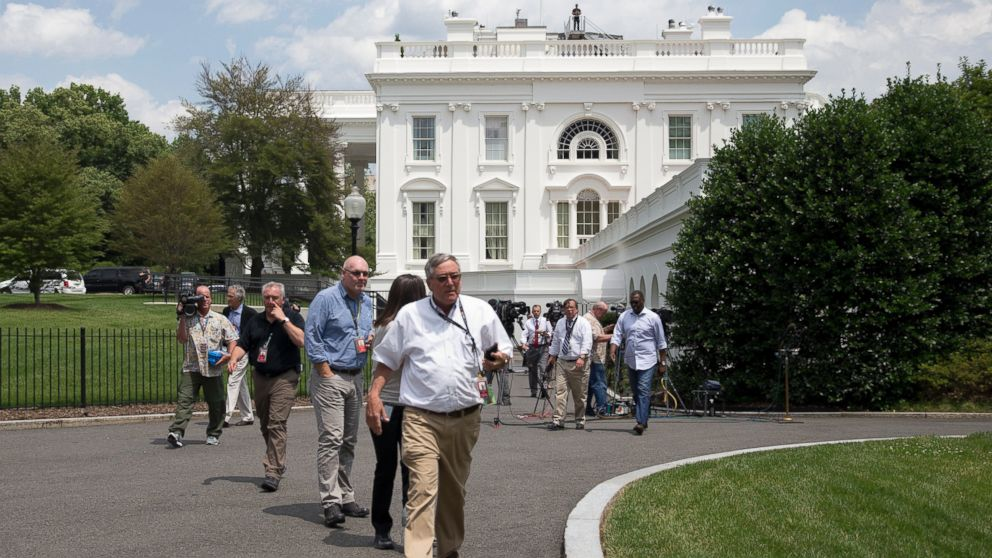WHITE HOUSE EVACUATION – Reporters Demand Answers over Mysterious Evacuation Ap_white_house_evacuation_jc_150609_16x9_992