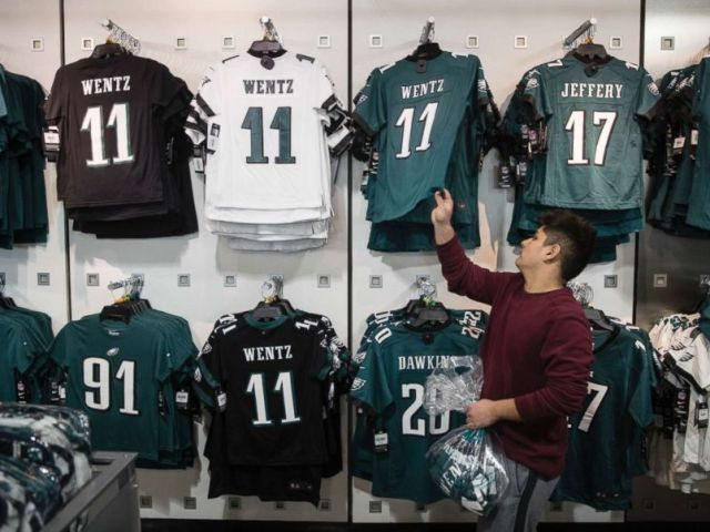 PHOTO: A fan shops for Philadelphia Eagles apparel in Philadelphia, Jan. 22, 2018. The Eagles defeated the Minnesota Vikings 38-7 in the AFC Championship on Sunday to advance to the Super Bowl against the New England Patriots.