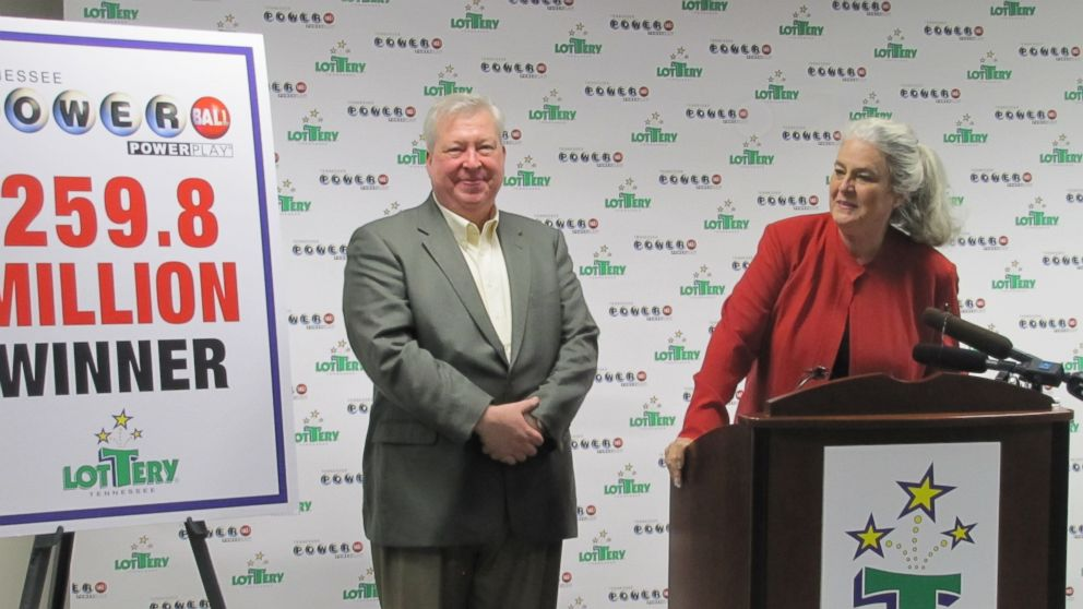 PHOTO: Roy Cockrum, 58, of Knoxville receives his $259.8 million Powerball prize from Tennessee Lottery CEO Rebecca Hargrove, July 3, 2014, in Nashville, Tenn.
