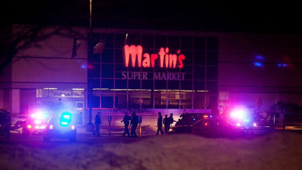 PHOTO: Emergency personnel respond to a shooting inside Martins Super Market in Elkhart, Ind. Jan. 15, 2014