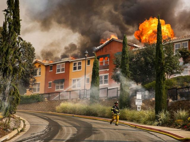PHOTO: The Tubbs fire tears through the Overlook apartment complex off of Bicentennial Way in Santa Rosa, Calif., Oct. 9, 2017.