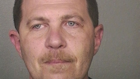 ht michael pollara ml 130625 wblog Florida Man Accused of Stealing $2M in Toys From Toys R Us