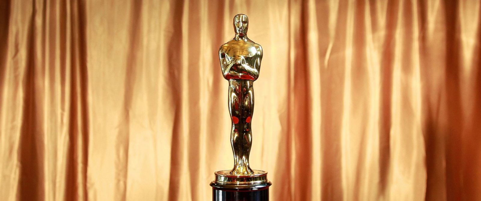 """PHOTO: The Oscar trophy at the 83rd Annual Academy Awards """"Meet The Oscars"""" New York at Grand Central Terminal on Feb. 23, 2011 in New York."""