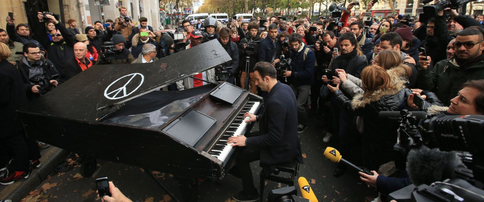 PHOTO: An unnamed man brings his portable grand piano and plays John Lennons Imagine outside the Bataclan concert hall, Nov. 14, 2015 in Paris.