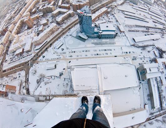 https://i0.wp.com/a.abcnews.go.com/images/International/ht_snowy_rooftops_roofers_jef_ss_120827_ssh.jpg