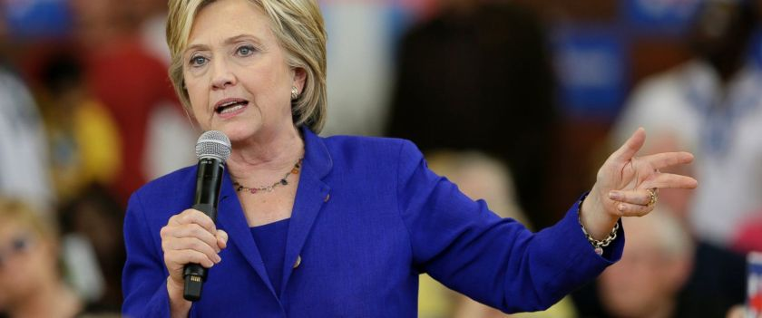 PHOTO: Democratic presidential candidate Hillary Rodham Clinton speaks during a community forum on healthcare, Sept. 22, 2015, at Moulton Elementary School in Des Moines, Iowa.
