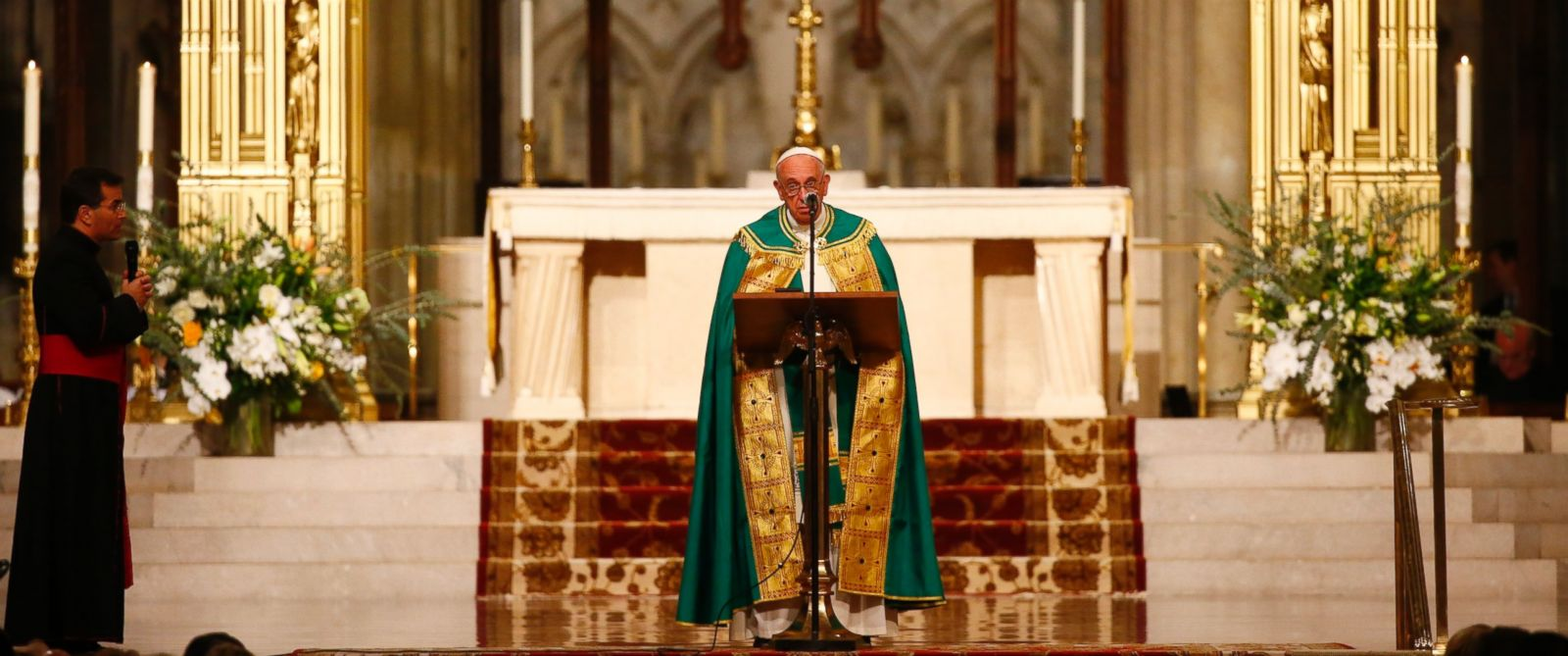 PHOTO: Pope Francis presides over evening prayers at St. Patricks Cathedral in New York, Sept. 24, 2015.