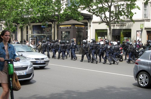Yellow vests and police in Paris