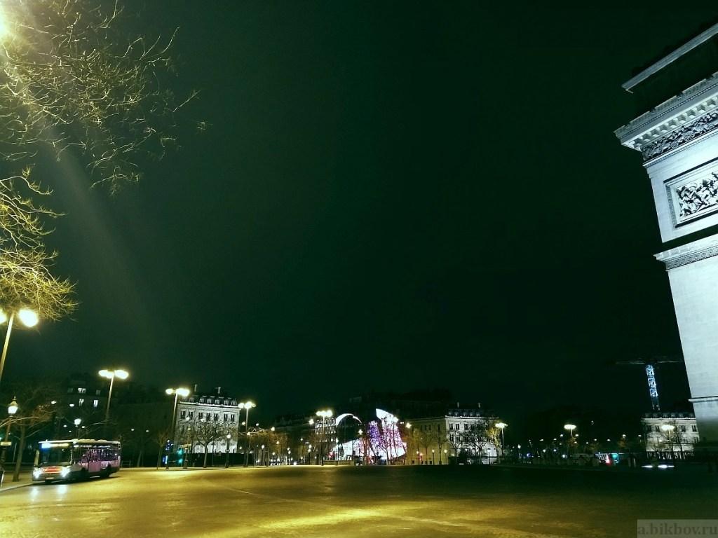 Paris-COVID by night (place Etoile, Arc de Triomphe)