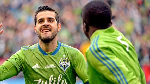 Rodriguez splits 2 defenders to score Seattle's second