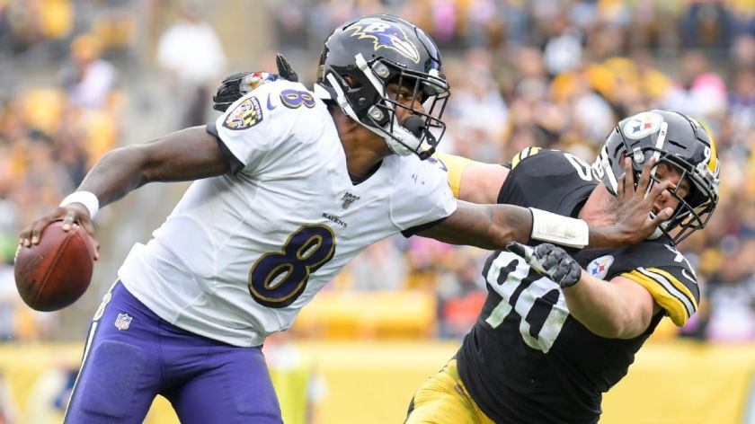 Ravens' Lamar Jackson checks on photographer after sideline hit