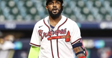 Braves' Ozuna out 6 weeks with fractured fingers