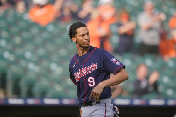 Twins' Simmons positive after declining vaccine