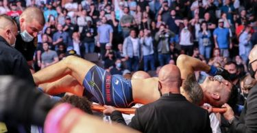 Weidman carted off after leg snaps in Hall bout