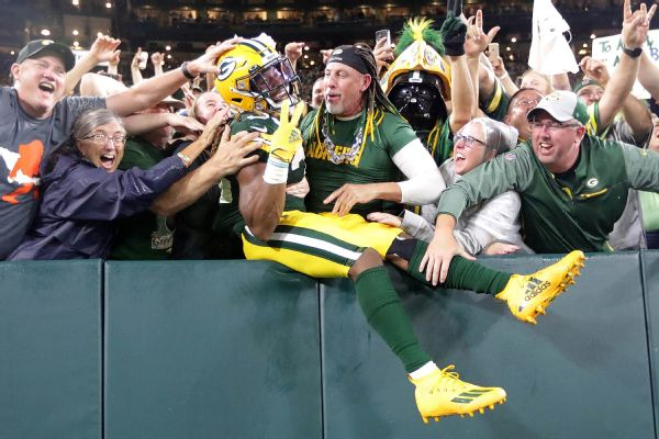 Packers' Jones recovers chain with dad's ashes
