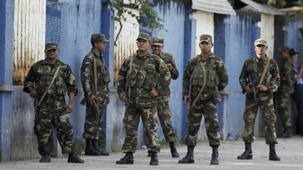 Soldados nicaragüenses
